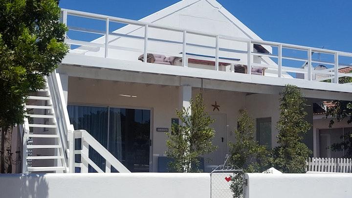 Hannas Bay Accommodation at Top Deck | TravelGround