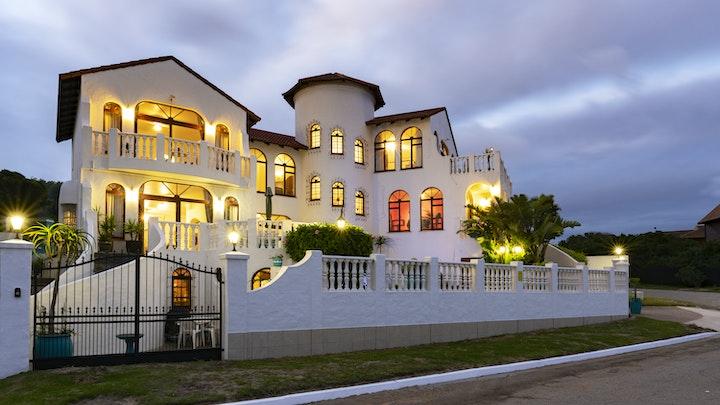 Astonbaai Akkommodasie by Carley Beach House | LekkeSlaap