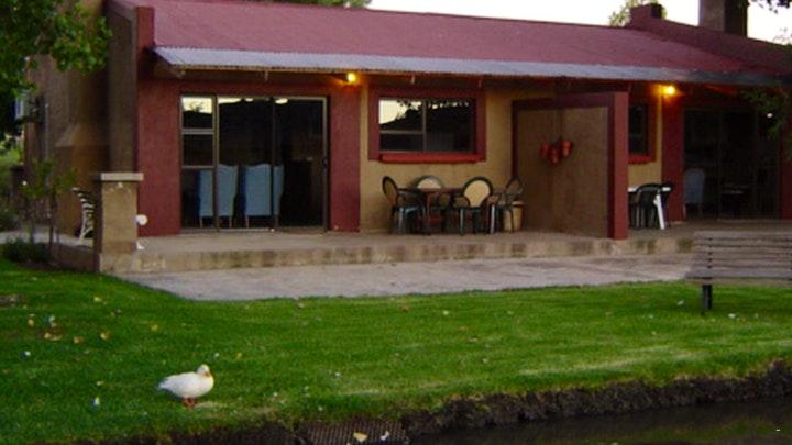 Parys Akkommodasie by African Olive Country Estate | LekkeSlaap