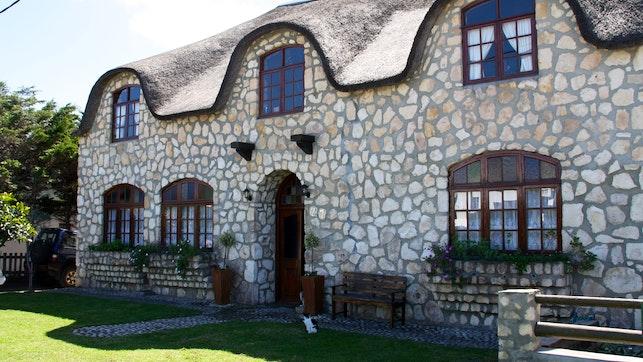 by Arniston Guest House | LekkeSlaap