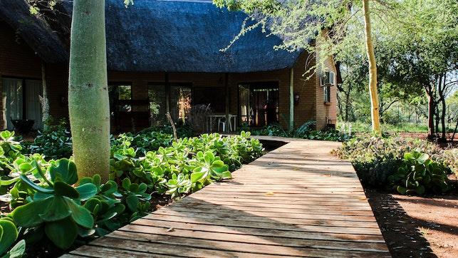 by Zingela Nature Reserve - Leadwood Lodge | LekkeSlaap
