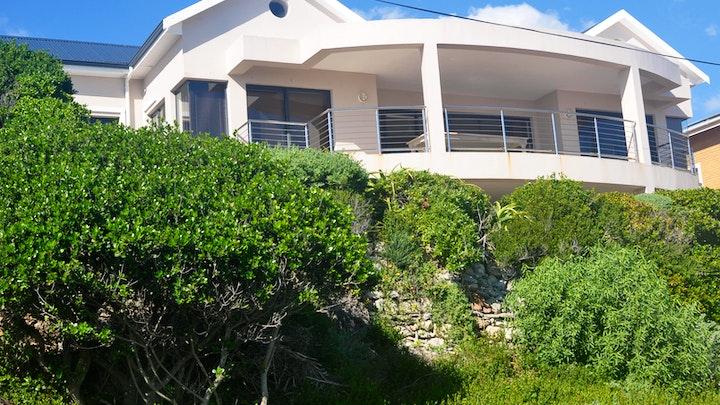 Perlemoen Bay Accommodation at Zeezicht Guest House | TravelGround