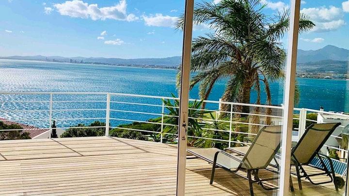 Gordonsbaai Akkommodasie by 10 Seafacing Villa   LekkeSlaap
